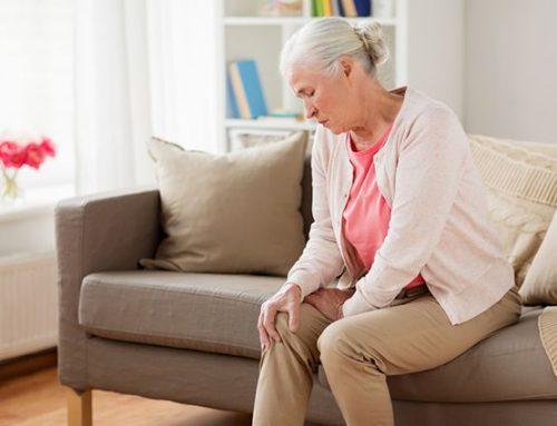 Existuje spojení mezi menopauzou a bolestmi kloubů?