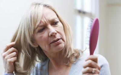 7 unikátních tipů, jak vyzrát na vypadávání vlasů
